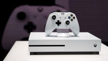 Xbox One S cena